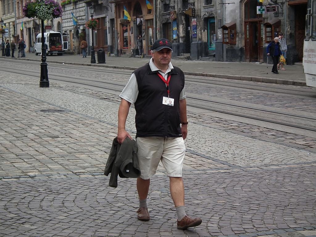 Krzysztof Tomczak - spacer po rynku Lwowa 28.06.2010, autor S.Duda1