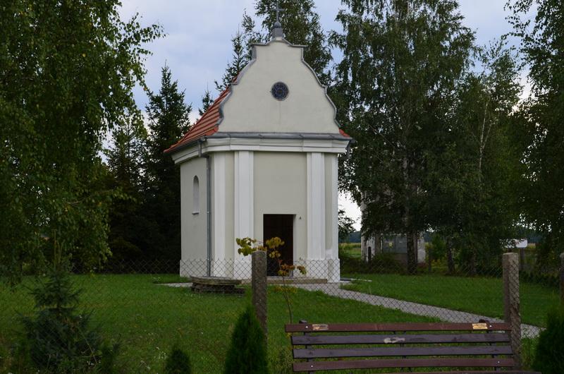 Kapliczka w Mikolinie.jpeg