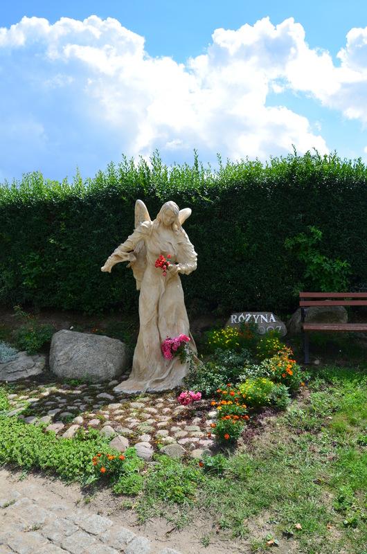 Pomnika Anioła w Różynie.jpeg