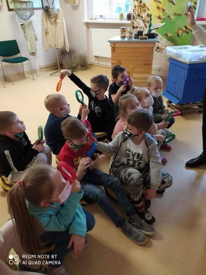 Dzieci z grupy Motylki w Pracowni Zaczarowanego Świata w Opolu.jpeg