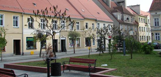 Rynek w Lewinie Brzeskim – pierzeja wschodnia