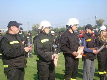 Laureaci zawodów sportowo - pozarniczych w Lewinie Brzeskim