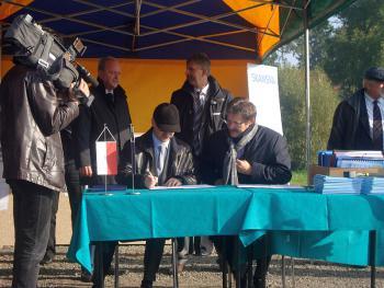 Uroczystość wbicia kamienia węgielnego pod inwestycję Poprawa ochrony przeciwpowodziowej Lewina 7