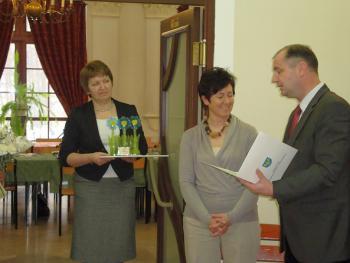 Wręczenie nagrody w konkursie Kwitnące opolskie 2010 dla Pani Sołtys Różyny - Grażyny Lenartowicz1