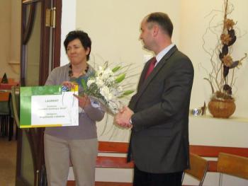Wręczenie nagrody w konkursie Kwitnące opolskie 2010 dla Pani Sołtys Różyny - Grażyny Lenartowicz2