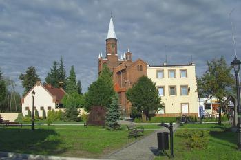 Estetyka i dbałość o zachowanie i kształtowanie krajobrazu oraz ładu przestrzennego i architektonicznego-Rynek z widokiem na kościół