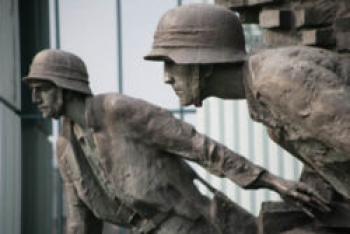 fragment pomnika Powstańców Warszawskich w Warszawie