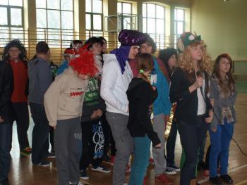 Tak się bawi... Gimnazjum w Lewinie Brzeskim