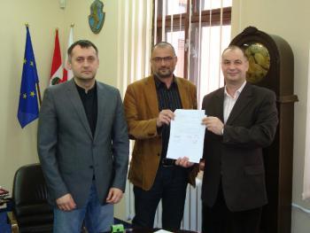 Podpisanie umowy - Hala sportowa przy PSP w Łosiowie