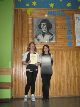 Laureatka Aleksandra Kuźnieców wraz ze swoją nauczycielką
