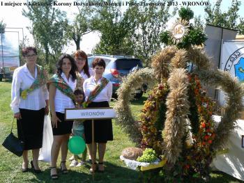 I miejsce w konkursie Korony Dożynkowe Wieńce i Prace Plastyczne 2013 - Wronów (NAPIS)