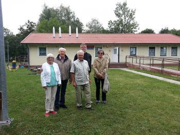 Delegacja ze Szwecji przed Świetlicą Tarapeutyczną
