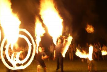 Dni Lewina taniec ognia