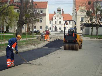 Budowa kanalizacji sanitarnej w Lewinie Brzeskim - kwiecień 2011 - ul. Zamkowa