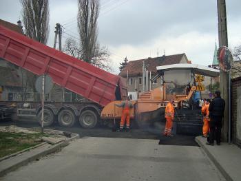 Budowa kanalizacji sanitarnej w Lewinie Brzeskim - kwiecień 2011 - ul. Krótka