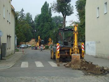 Budowa kanalizacji sanitarnej w Lewinie Brzeskim - sierpień 2010