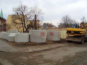 Budowa kanalizacji sanitarnej w Lewinie Brzeskim - marzec 2011 - ul. Krótka