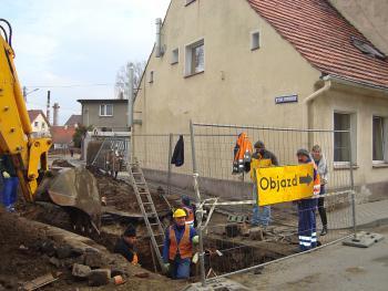 Budowa kanalizacji sanitarnej w Lewinie Brzeskim - marzec 2011 - ul. Matejki