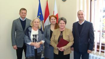 Zdzisława Stojak wraz z szefostwem - 35 lat pracy.jpeg