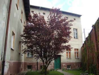 przedszkole nr 1 w Lewinie Brzeskim przed rewitalizacją