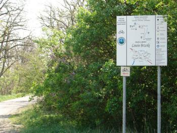Tablica szlaku rowerowego przy PGR Zawadno