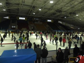 Galeria Wyjazd dzieci i młodzieży z Mikolina i Piasek na lodowisko TOROPOL do Opola