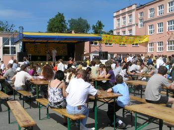 Festyn w szkole podstawowej w Lewinie Brzeskim