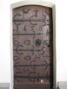Drzwi w kościele św. Antoniego w Strzelnikach