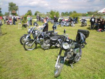 Zjazd motocyklowy w Lewinie Brzeskim, autor Michał Stagrowski