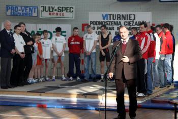 Mistrzostwa w Podnoszeniu Ciężarów w Skorogoszczy.- otwarcie Burmistrz Lewina Brzeskiego