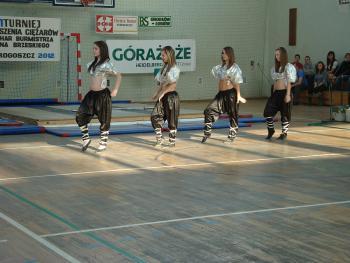 Mistrzostwa w Podnoszeniu Ciężarów w Skorogoszczy.- zespół taneczny z PSP w Skorogoszczy