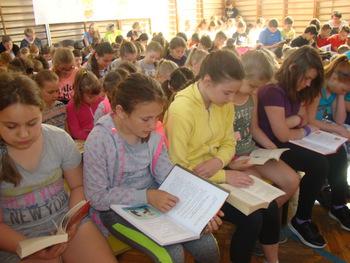 Galeria Uczniowie z PSP w Łosiowie bili rekord w czytaniu