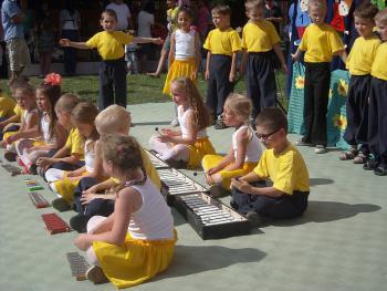 Piknik rodzinny w Przedszkolu Nr 2 w Lewinie Brzeskim