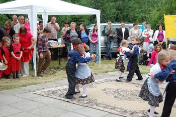 Piknik rodzinny w Przedszkolu Nr 1 w Lewinie Brzeskim