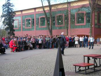 Budynek nowej sali gimnastycznej przy Gimnazjum w Lewinie Brzeskim