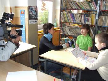 Paulina Piasecka i Patryk Fornal – laureaci konkursu udzielają wywiadu dla Telewizji Opole