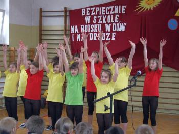 Tańczy i śpiewa zespół Łośki