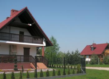 Domki letniskowe przy jeziorze