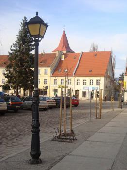 Rynek w Lewinie Brzeskim - pieżeja zachodnia