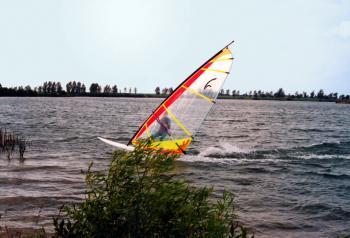 Sporty wodne na jeziorze w Ptakowicach