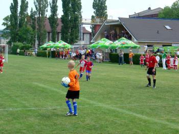 Zawody_piłkarskie_na_stadionie_w_Lewinie_Brzeskim_2