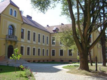 Gimnazjum_w_Lewinie_Brzeskim