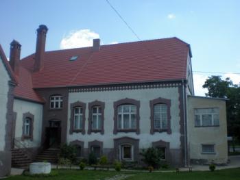 Dach przedszkola Nr 2 w Lewinie Brzeskim