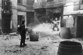 Systematyczne palenie miasta przez oddziały niemieckie, żródło httppl.wikipedia.orgwikiGrafikaBurning_Warsaw_1944.jpg